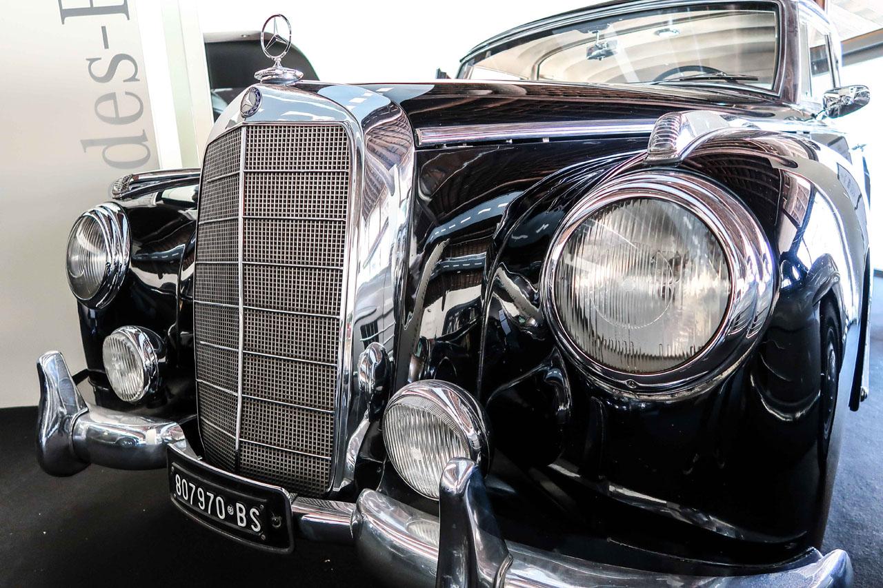 04-1957-1962-Mercedes-Benz-300-d.jpg
