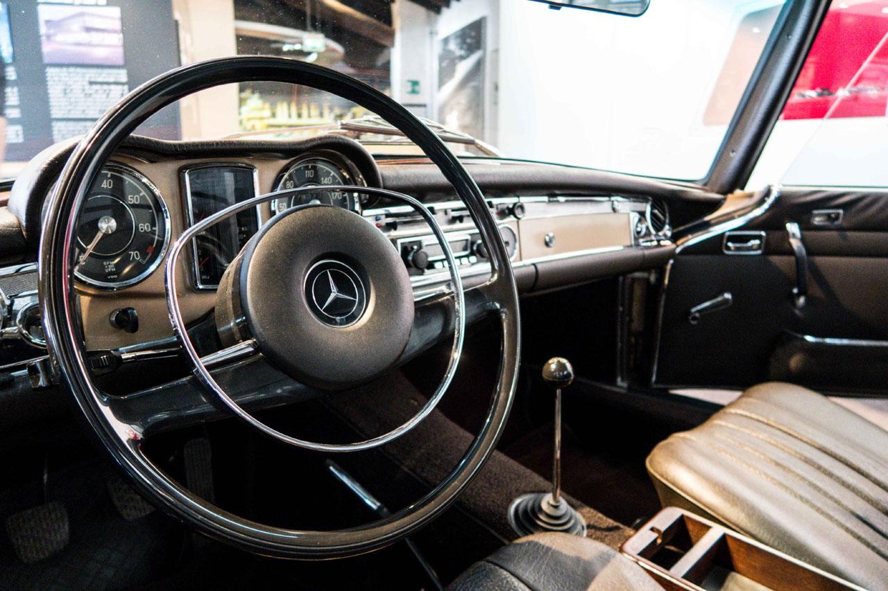 01-1967-1971-Mercedes-Benz-280-SL.jpg
