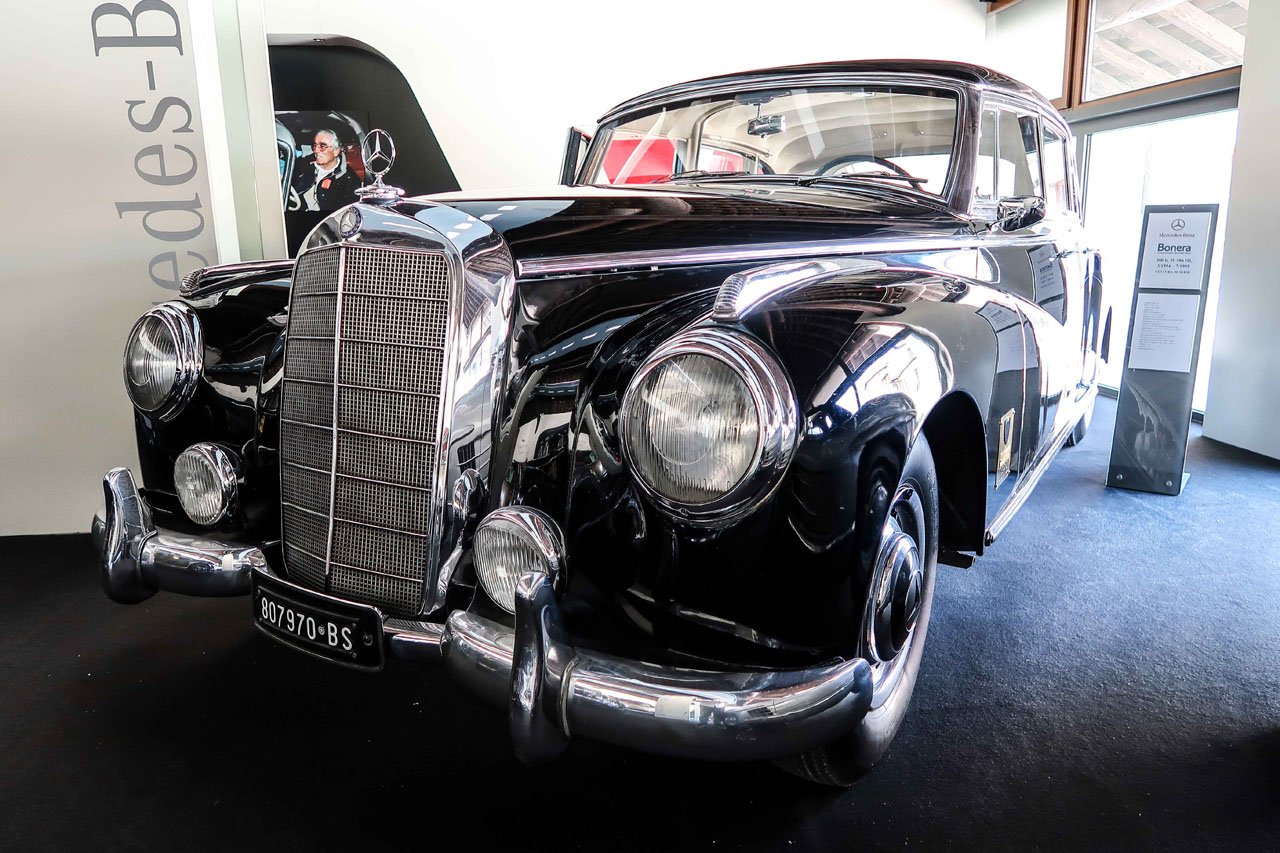 01-1957-1962-Mercedes-Benz-300-d.jpg