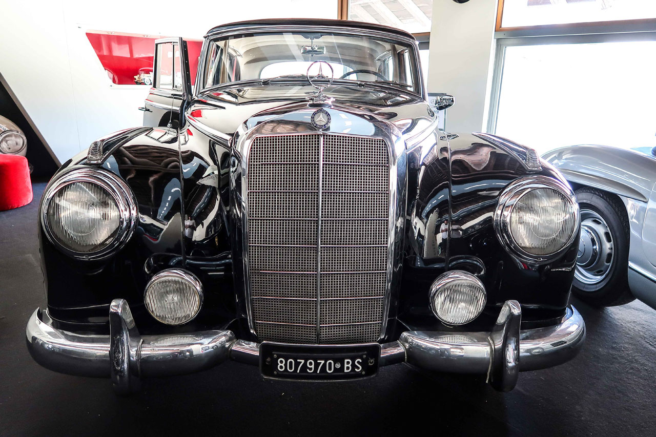02-1957-1962-Mercedes-Benz-300-d.jpg