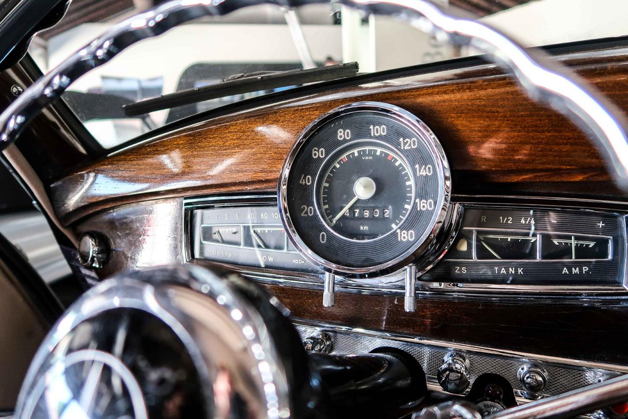 09-1957-1962-Mercedes-Benz-300-d.jpg