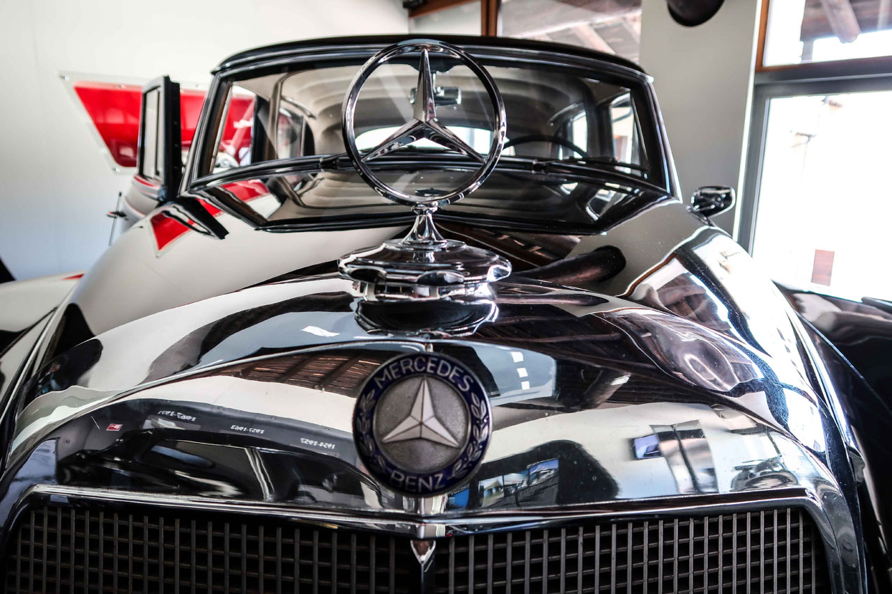 03-1957-1962-Mercedes-Benz-300-d.jpg